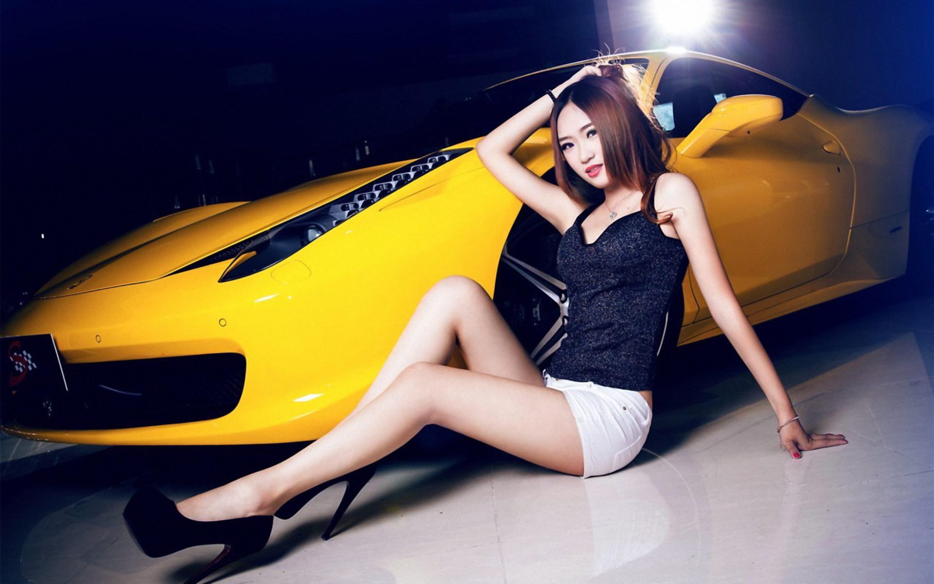 法拉利 靓丽 美女 车模 壁纸 桌面壁高清图片