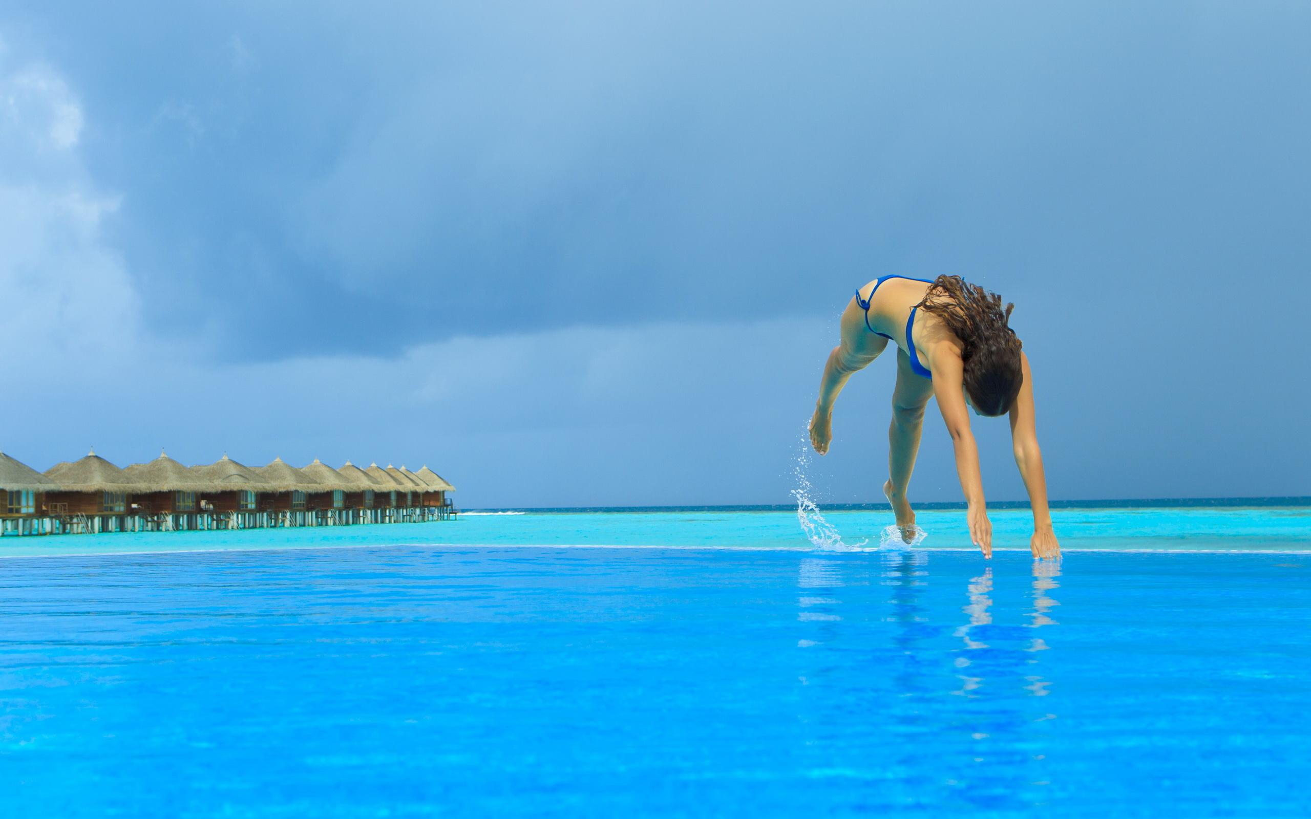 马尔代夫风光壁纸; 海边情侣高清壁纸
