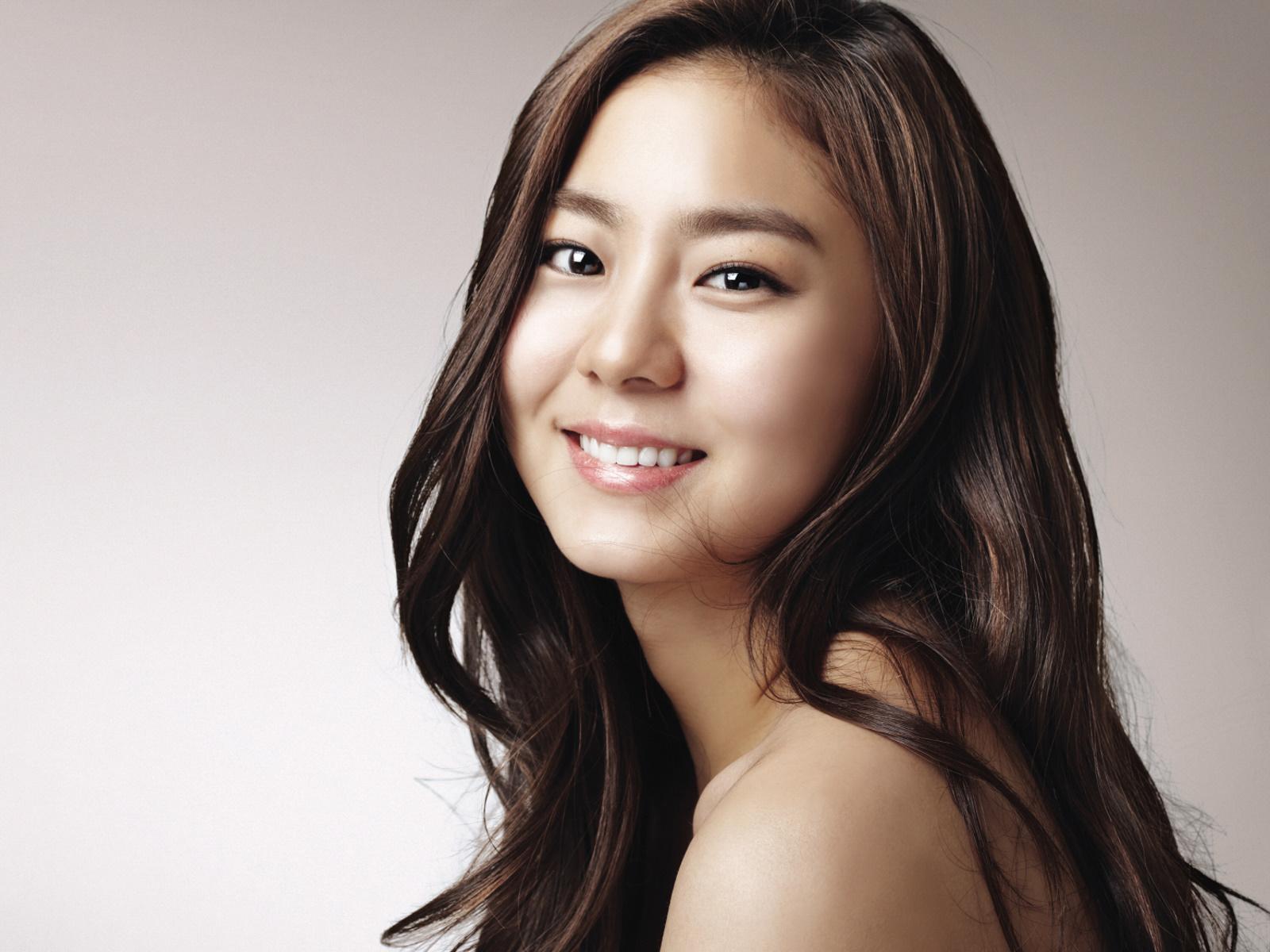 韩国女明星 金宥真031600x1200壁纸